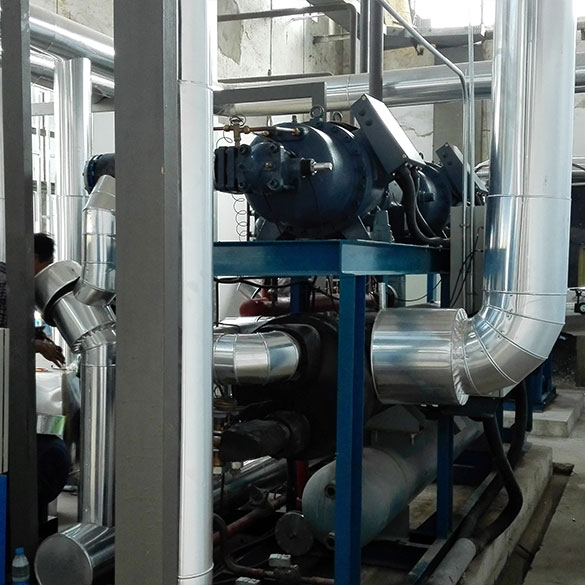 Energy-saving control and adjustment of main operating parameters of refrigeration system